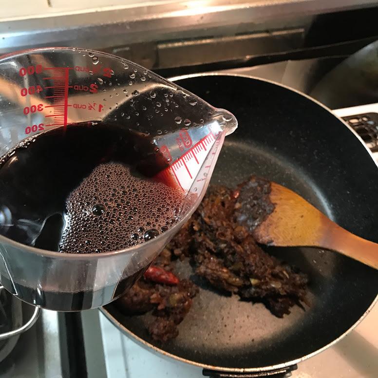 赤ワインを入れる