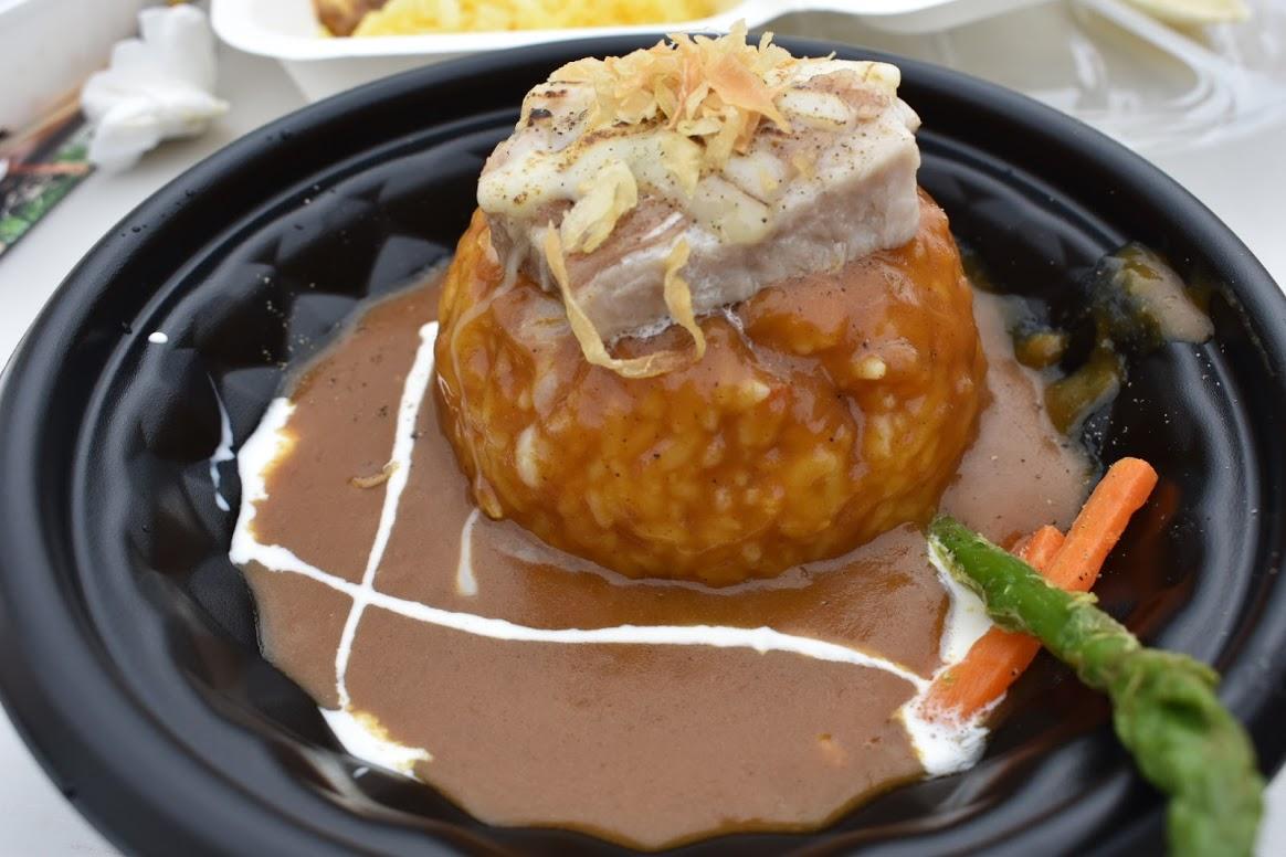 """西食堂 ~ウエストキッチン~ 厚切りポークの """"とろーり"""" 炙りチーズカレー"""