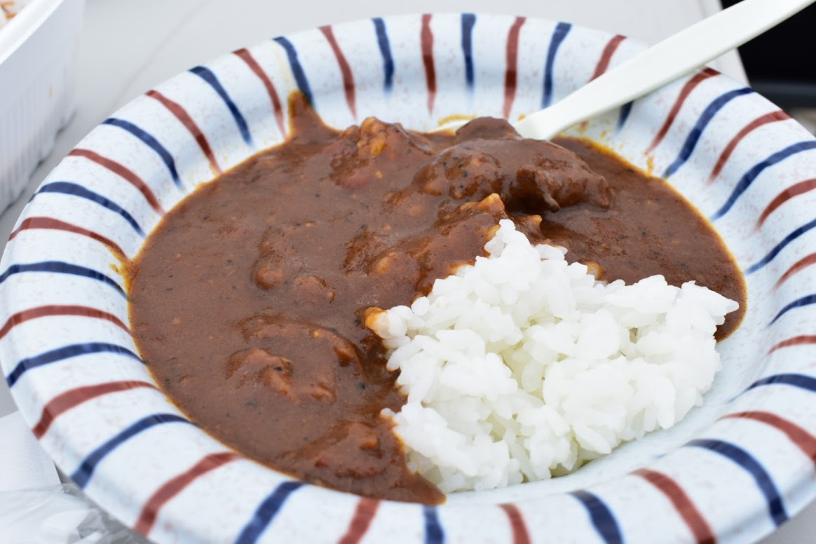 福幸地鶏 くむんぢ 精肉店の地鶏出汁に A5和牛スジ煮込みカレー
