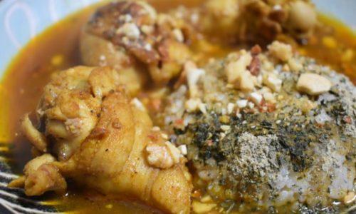 和出汁の旨味でさらりと食べられる手羽元スパイスカレー