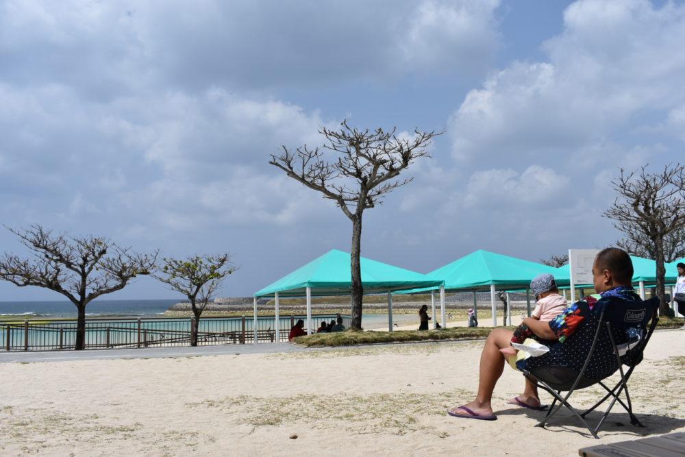 トロピカルビーチにて息子と遊ぶ