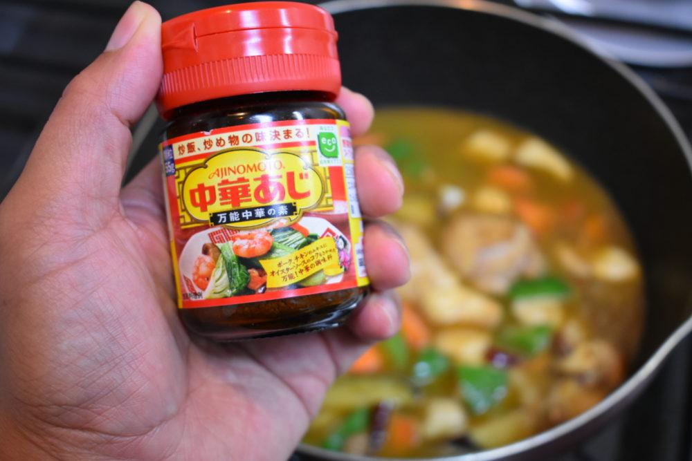 中華出汁を入れる