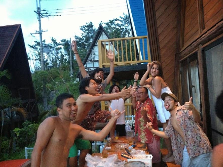 恩納村のペンションで友達と遊ぶ