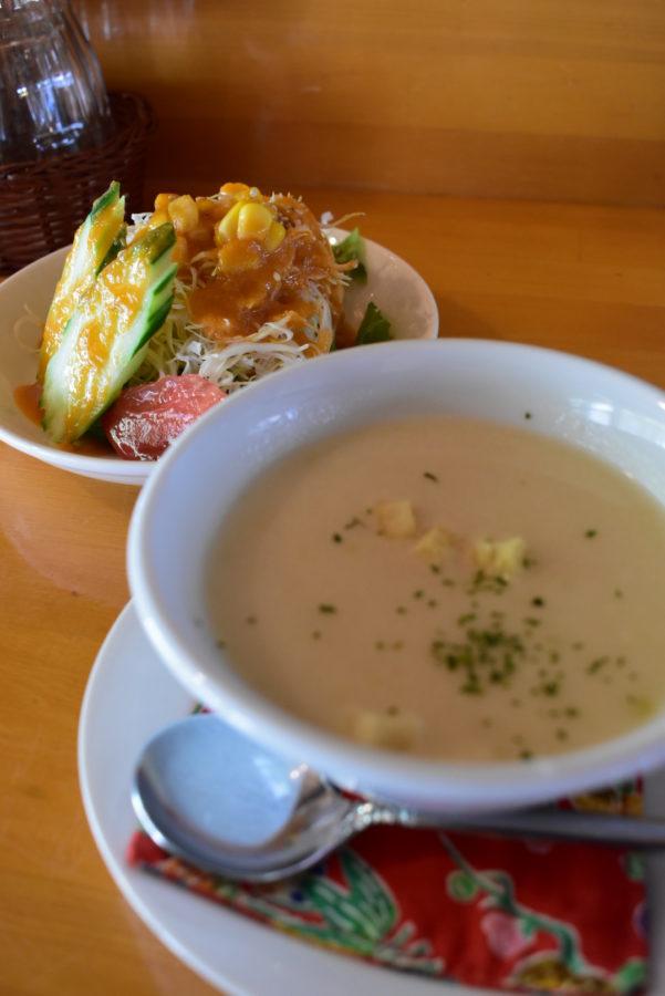Aセットのサラダとスープ
