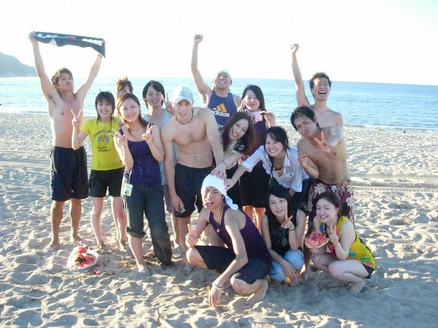 友達とビーチパーティー
