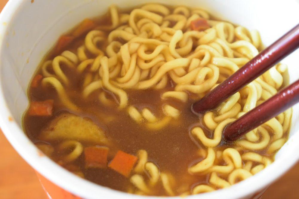 スープは薄めの色