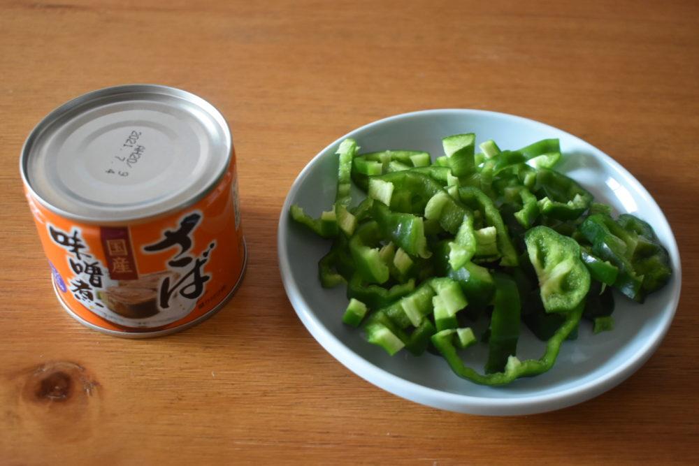 サバ味噌缶ピーマンの材料