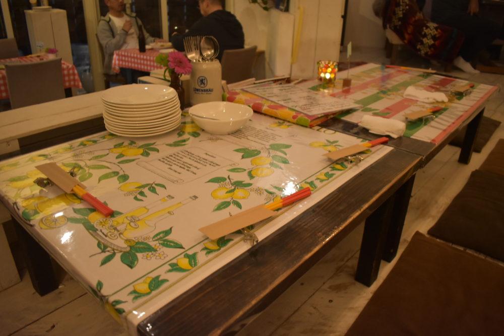 座敷のテーブルセット