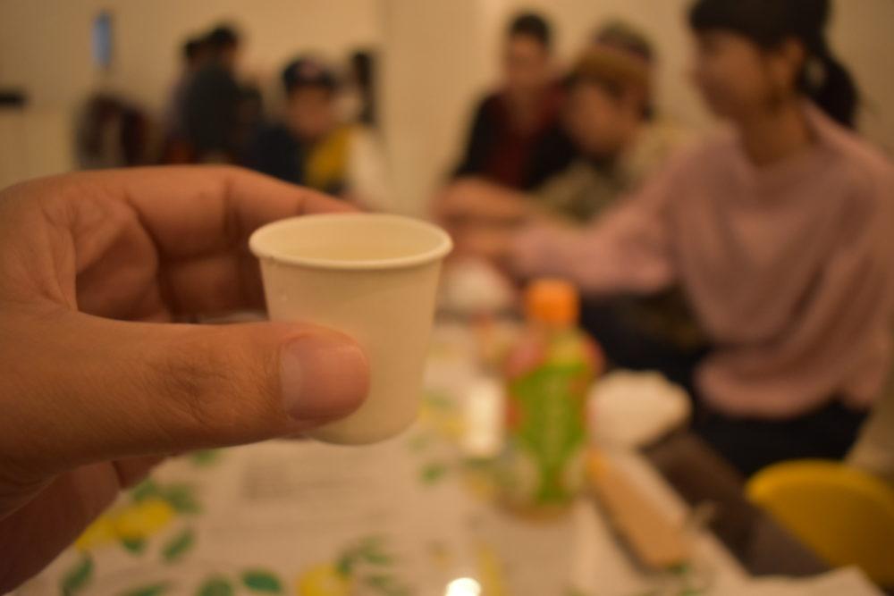 正月なので金粉入りの日本酒を振る舞い