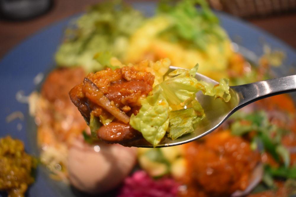 タコライス風キーマカレーを食べる