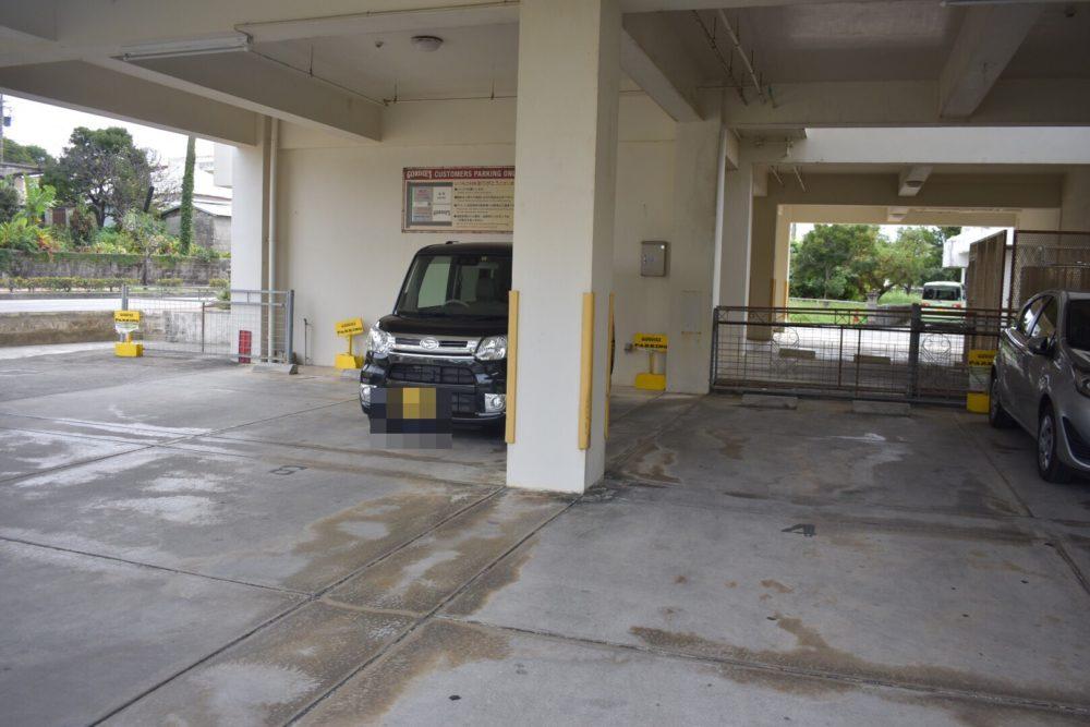 駐車場は縦列