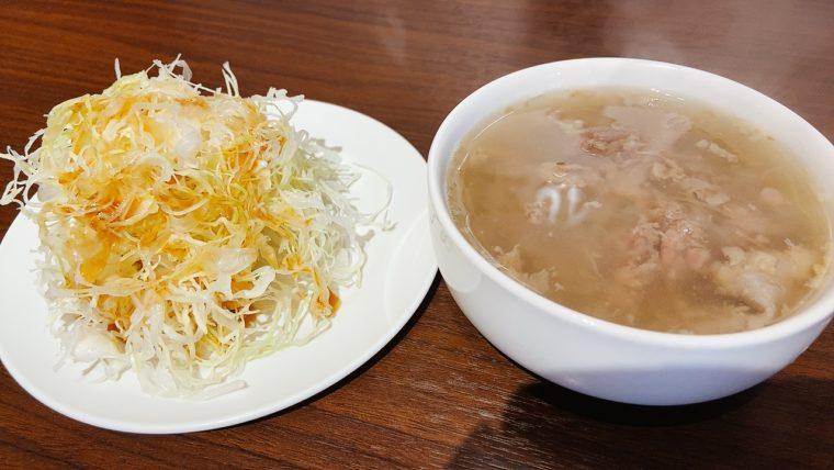 まずはサラダとスープ