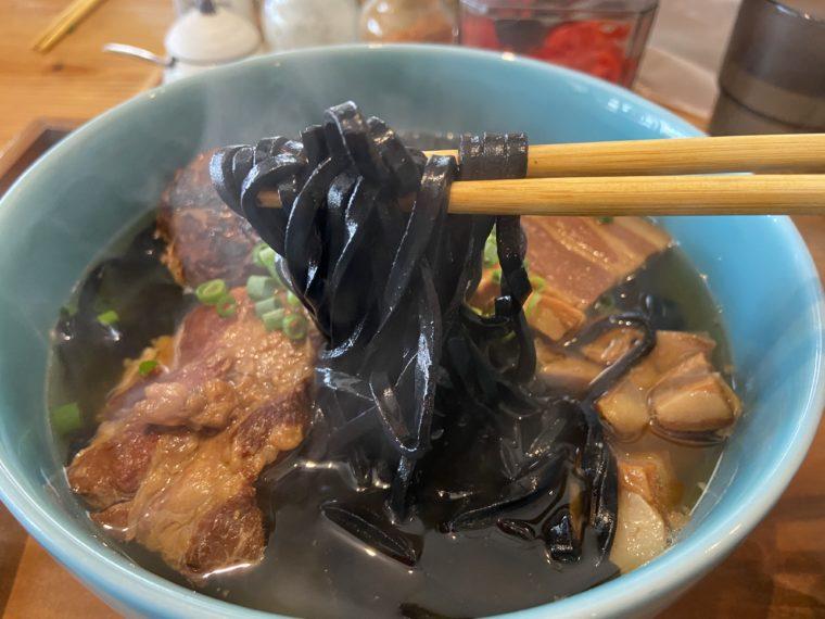 イカスミ麺
